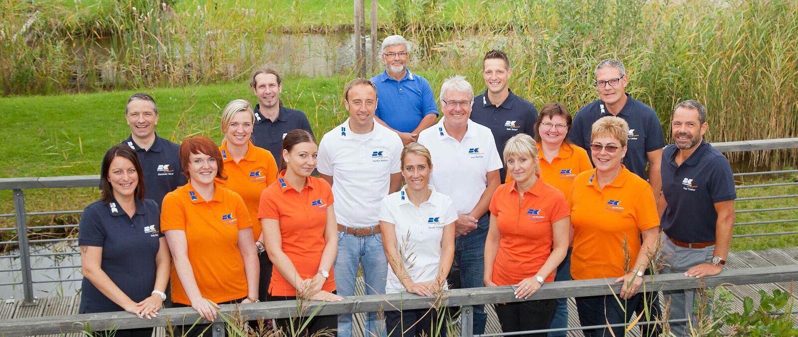 Team-auf-Brucke